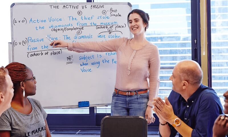 perbedaan kursus bahasa inggris untuk pelajar dengan karyawan secara umum, kursus bahasa inggris untuk karyawan, kursus bahasa inggris murah, kursus bahasa inggris conversation kilat, level kursus bahasa inggris