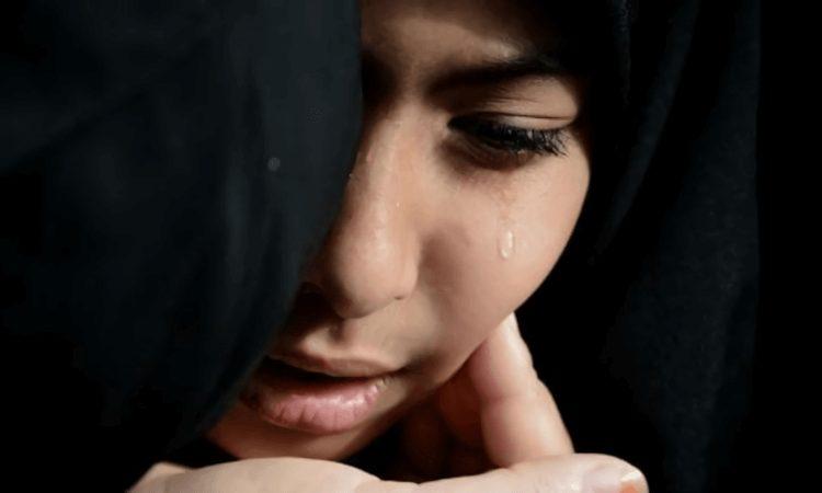 apa penyebab wanita menangis, bagaimana cara mengatasi wanita menangis, alasan wanita menangis, kenapa wanita menangis kerana lelaki, sifat wanita yang mudah menangis, wanita menangis bukan berarti lemah, jika wanita menangis dihadapanmu, mengapa wanita mudah menangis ketika memiliki masalah dengan pasangannya, kata kata wanita menangis bukan karena lemah, hadits tentang wanita menangis karena laki laki