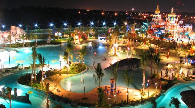 ciputra waterpark, wisata surabaya untuk anak anak, keluarga dan milenial