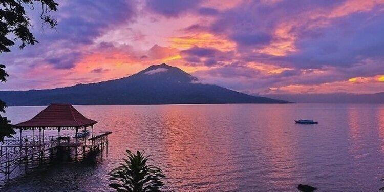 destinasi wisata alam danau ranau palembang