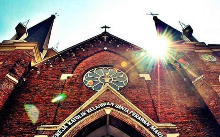 wisata surabaya, gereja katolik kelahiran santa perawan maria