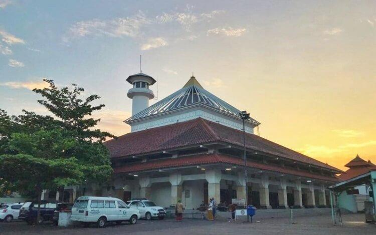 masjid sunan ampel, wisata surabaya bernuansa religi paling fenonemal