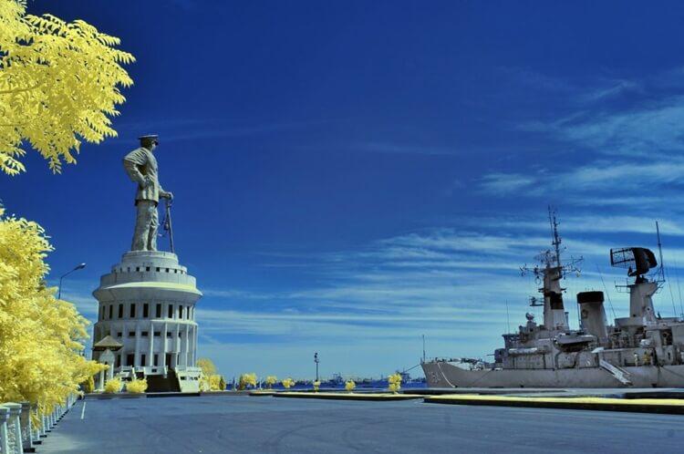 monumen jalesveva jayamahe, wisata surabaya ala patung liberty