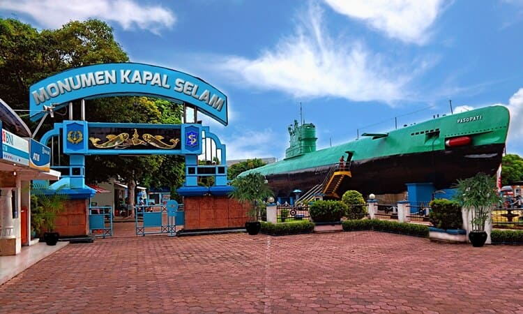 wisata surabaya, monumen kapal selam tni al indonesia