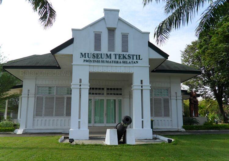objek wisata palembang museum tekstil