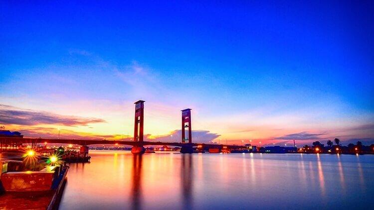 rekomendasi destinasi, tempat dan objek wisata palembang paling ikonik dan religi