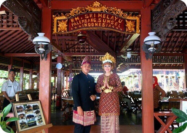 wisata kuliner rumah makan sri melayu palembang