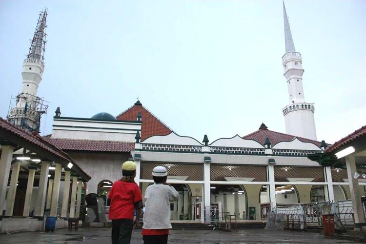 masjid kampung luar batang, objek wisata jakarta utara bereligi dan terkenal di indonesia