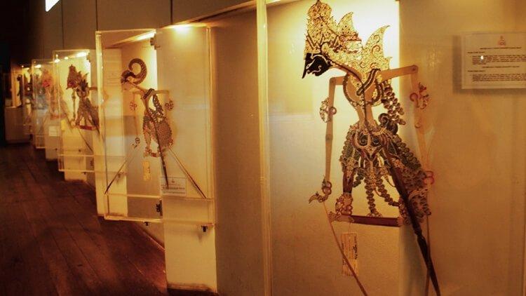tempat wisata jakarta museum wayang