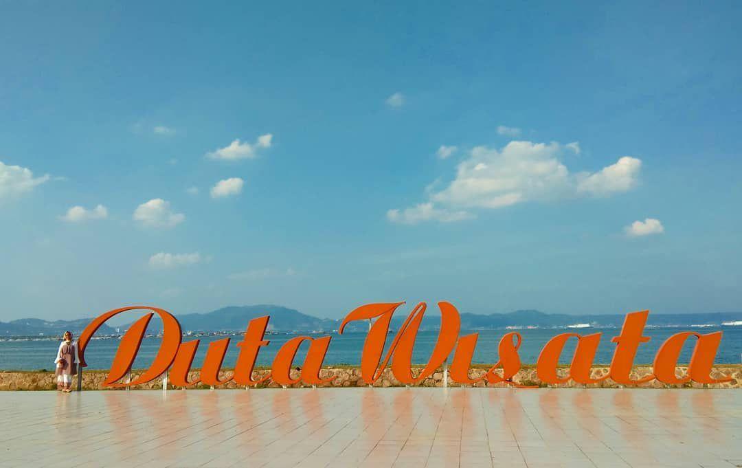 destinasi pantai hiburan duta wisata lampung yang terkenal di indonesia