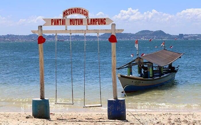 tempat wisata pantai mutun lampung