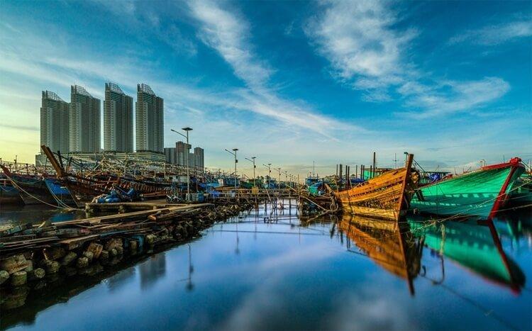muara angke, objek wisata jakarta utama berupa sentra perikanan paling terkenal di indonesia