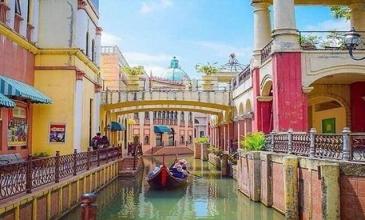 destinasi, objek dan tempat wisata bogor paling hits, populer, menarik, terbaru dan selalu ramai dikunjungi