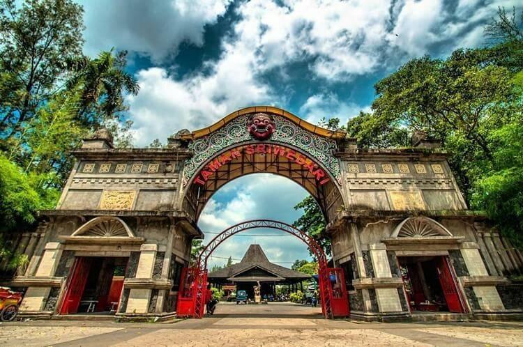 destinasi, objek dan tempat wisata solo yang eksotis, bersejarah dan populer