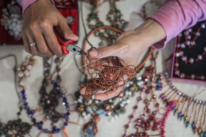 ide bisnis jualan aksesoris hijab kreatif unik dan terlengkap