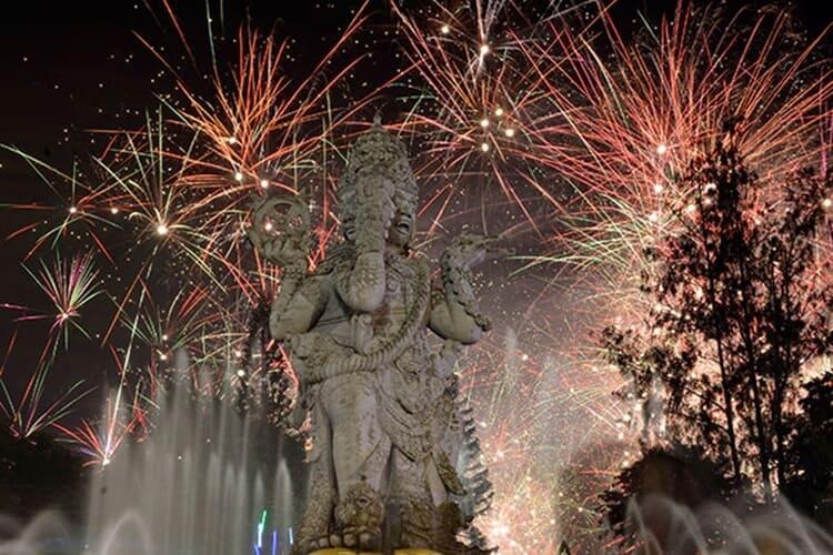pesta kembang api wisata natal dan tahun baru di bali