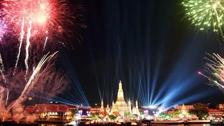 pesta kembang api wisata natal dan tahun baru di bangkok