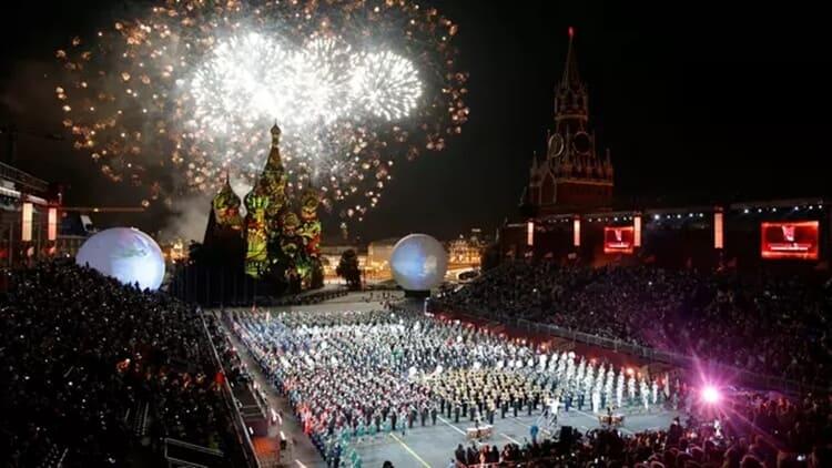 pesta kembang api wisata natal dan tahun baru di moscow