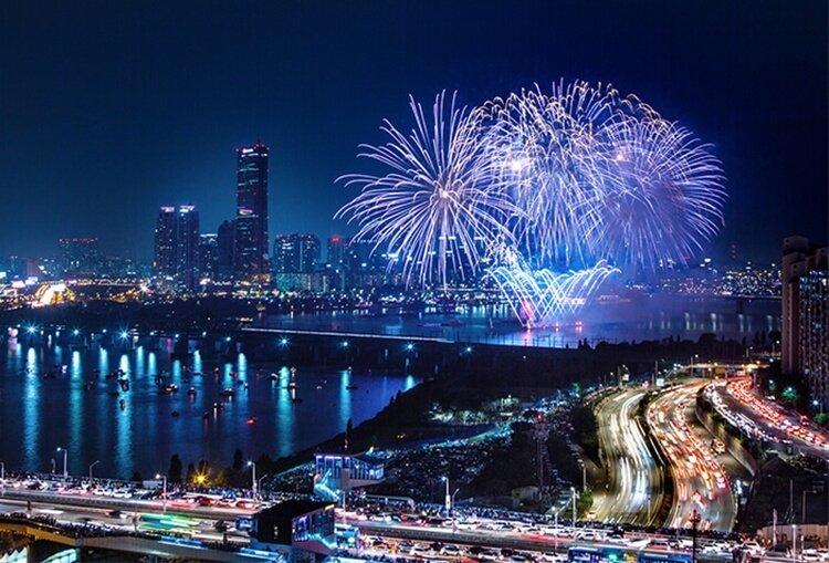 pesta kembang api wisata natal dan tahun baru di seoul korea selatan