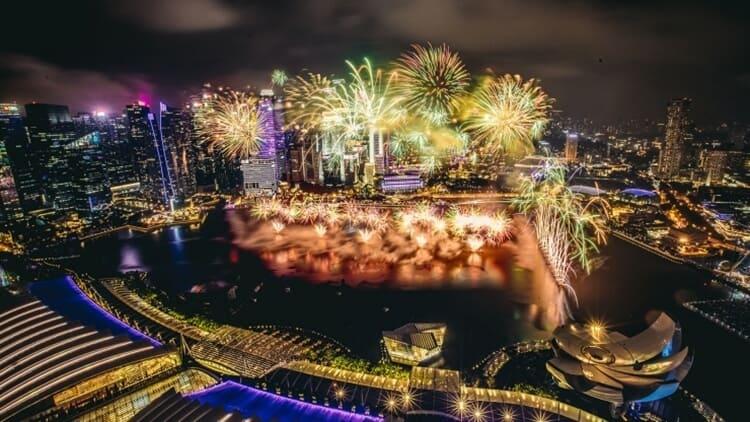 pesta kembang api wisata natal dan tahun baru di singapura