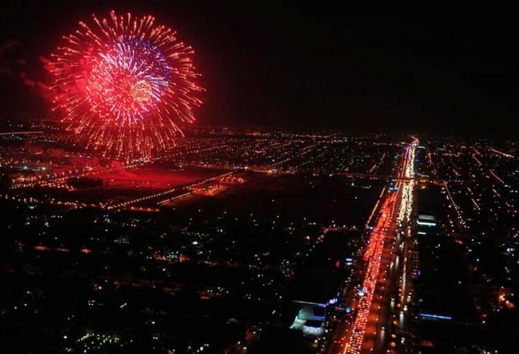 pesta kembang api wisata natal dan tahun baru di surabaya