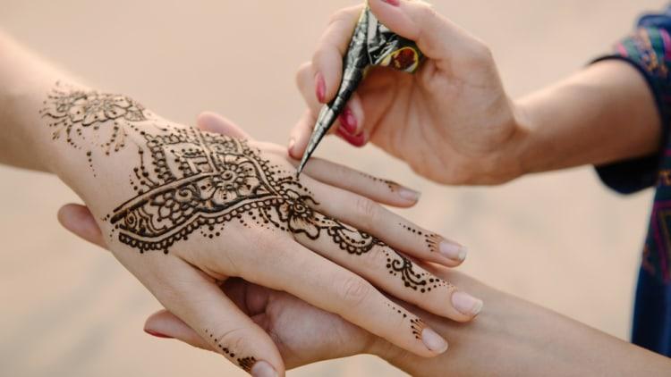 ide bisnis jasa melukis henna terbaik di indonesia