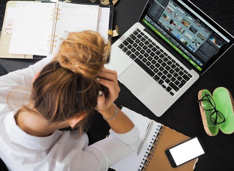 faktor dan penyebab stres saat bekerja di kantor dan tempat kerja lainnya