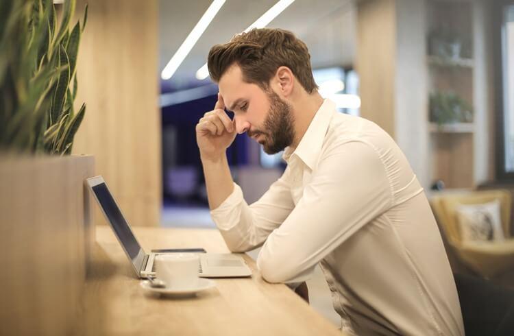 tips dan cara mengatasi stres saat bekerja di kantor dan penyebabnya