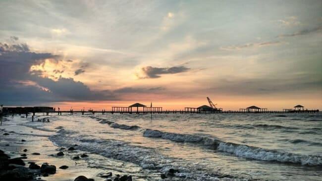 pantai alam indah dan tempat wisata di tegal dengan sunset yang menakjubkan