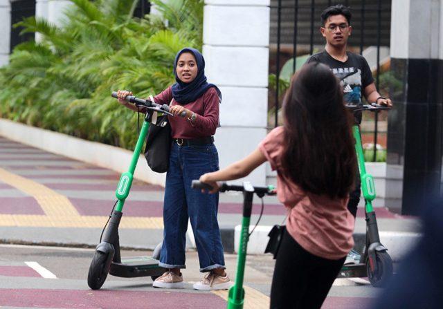 polemik regulasi pelarangan tren transportasi skuter listrik di indonesia