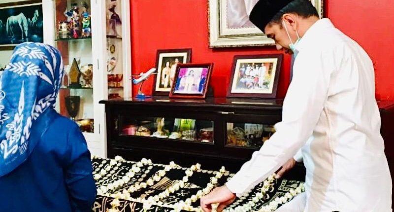 Ibunda Jokowi, Sudjiatmi Notomihardjo tutup usia pada Rabu, 25/03/2020 setelah menderita sakit
