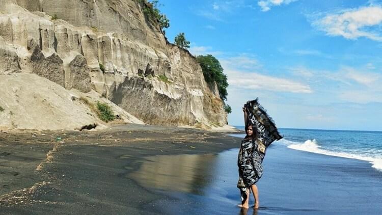 pantai tebing tempat wisata di lombok paling fenomenal
