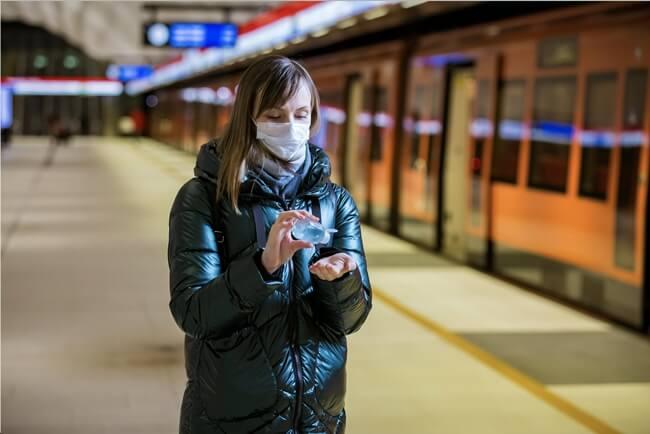cara dan tips beraktivitas di luar rumah saat pandemi covid-19