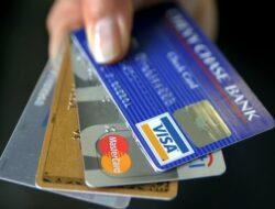 5 Perbedaan Kartu Kredit dan Kartu Debit, Nasabah Baru Harus Tahu!
