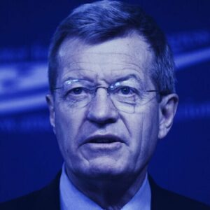 Binance Hires Former US Senator to Help Navigate Regulations