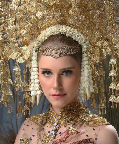 potret cantik tiphaine poulon model prancis yang jadi mualaf dan nikahi pria aceh