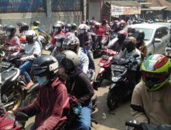 Macet Total! Wisatawan Serbu Bogor Barat di Puncak Penerapan Ganjil-Genap