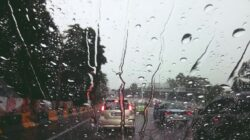 prakiraan cuaca hari ini, jaktim dan jaksel hujan disertai petir pada sore hari